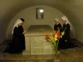 przy grobie Ojca Załozyciela