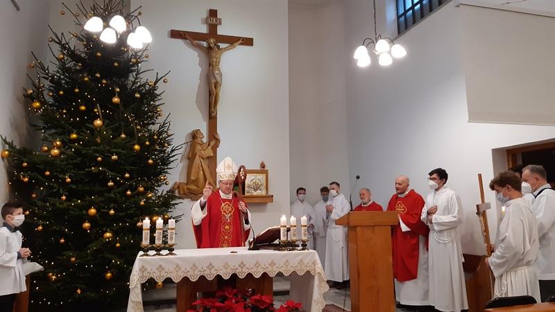 """""""Biskupie prymicje"""" w naszej kaplicy"""